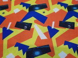 Терракотовые геометрии на желтом